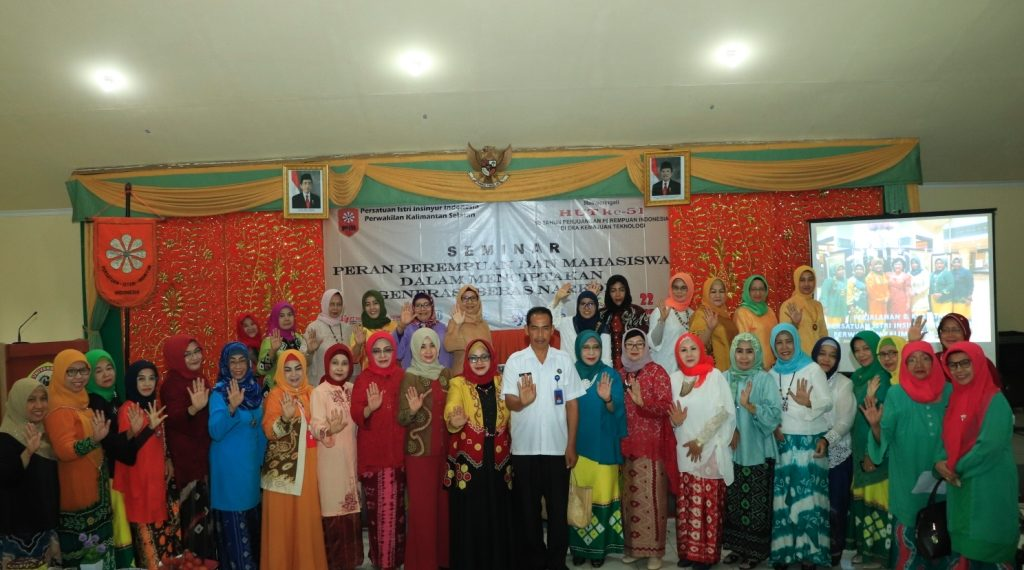 Persatuan Isteri Insinyur Indonesia Provinsi Kalsel bersama Ketua TP PKK Banjarbaru dan Kepala BNN Kota Banjarbaru. Foto : Upik - Hms Bjb