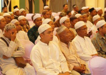 Ratusan petugas kebersihan rumah ibadah mendapatkan honorarium dari Pemko Banjarbaru. Foto - Dema