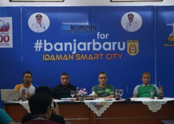Walikota meninjau gedung TIK bersama Wakil Walikota dan Sekdakot Banjarbaru. Foto - Dema