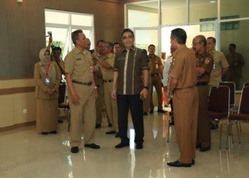 Wakil Walikota didampingi Sekdakot Banjarbaru saat peresmian ruang sidang MP - TGR. Foto : Upik - Hms Bjb