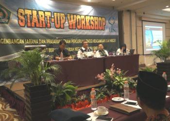 Walikota Banjarbaru H Nadjmi Adhani menjadi salah satu narasumber di acara Start Up Workshop UIN Antasari Banjarmasin. Foto : Aris - Hms Bjb