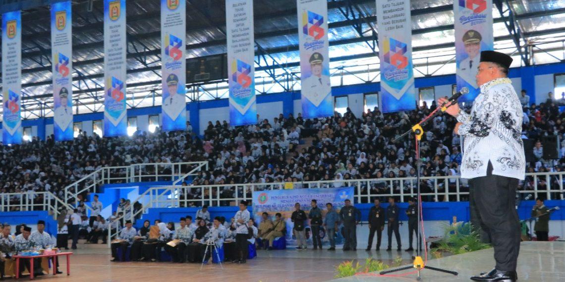 Ribuan guru se Kota Banjarbaru memadati tribun GOR Rudy Resnawan. Foto : Yd - Hms Bjb