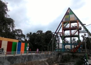 Penampakan Menara Pantau Sungai Kemuning Banjarbaru dari siring Sungai Kemuning. Foto - Dema