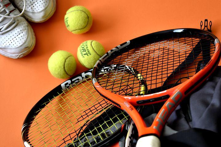 Ilustrasi perlengkapan tenis lapangan. Foto - net