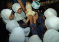 Anak-anak PAUD IT Puspa Bangsa melihat-lihat jamur hasil budidaya warga Kuranji. Foto : Upik - Hms Bjb
