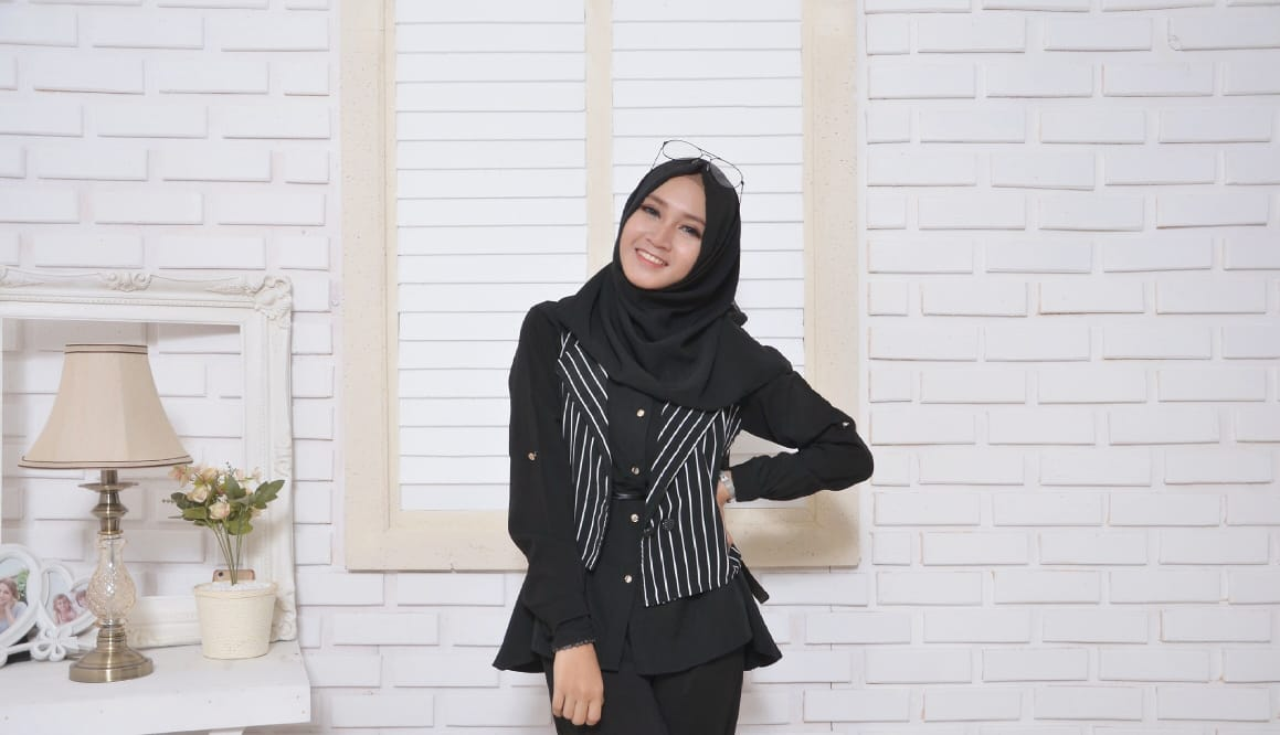 Gaya Simple Wanita Berhijab - Style Fashion Muslimah