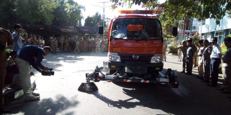 Mobil penyapu debu jalan (road sweeper) Kabupaten Banjar