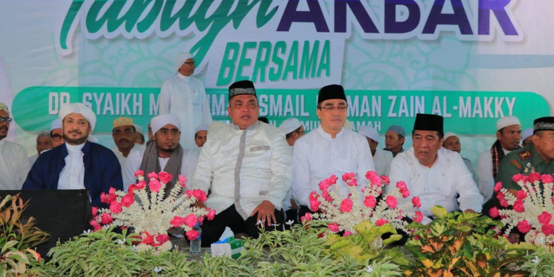 Walikota, Wakil Walikota dan Ketua DPRD Kota Banjarbaru hadiri tabligh akbar di kediaman H Mansyur. Foto : Yd - Hms Bjb