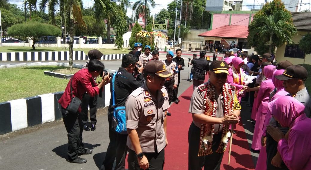 Suasana penyambutan Kapolda Kalsel Irjen Pol Yazid Fanani di Mapolres Banjarbaru. Foto - Dema