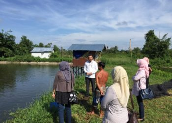Kadis Perikanan Kabupaten Banjar, Riza Dauly, merespon cepat keluhan petani ikan. Foto - ist