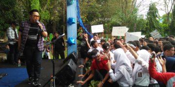 Binsar Bayou 'memecahkan' suasana HUT SMAN 2 Banjarbaru. Foto - Dema