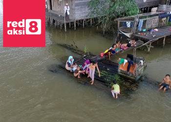 Masyarakat Banjataran Sungai Martapura yang masih menggunakan Jamban Apung Sebagai MCK / Photo : Rama