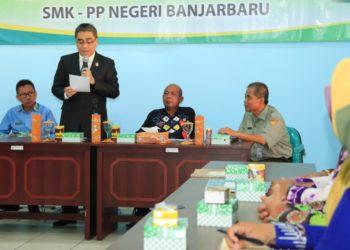 Wakil Walikota Banjarbaru Darmawan Jaya Setiawan himbau rapat anggota koperasi dilaksanakan tepat waktu. Foto : Upk - hms bjb