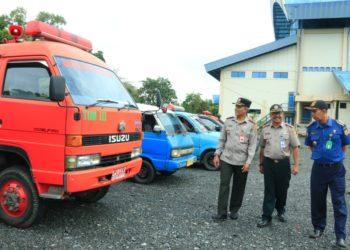 Kepala BPBD dan Kalak BPBD Kota Banjarbaru tinjau sarana dan prasarana penanggulangan bencana. Foto : upk - hms bjb