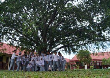 Konsep Sekolah Ramah Anak yang diterapkan SMAN 2 Banjarbaru ditunjang dengan lingkungan yang asri dan fasilitas yang berkualitas. Foto - Dema