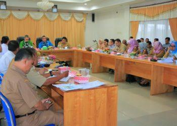 Rapat koordinasi pembahasan hasil penyusunan DED pembangunan pasar tradisional modern Kota Banjarbaru. Foto : Yd - hms bjb