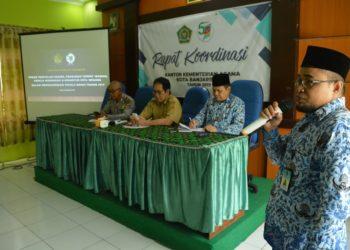 Sosialisasi Pemilu Damai 2019 yang digelar Kemenag Kota Banjarbaru hadirkan sejumlah narasumber. Foto : Ard - Hms Kemenag Bjb