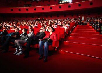 Kondisi warga saat menikmati tayangan film disebuah bioskop/ Photo : net