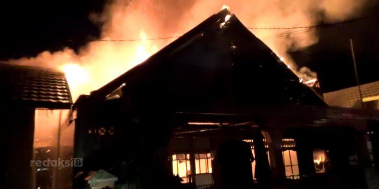 Kebakaran yang terjadi di Komplek Wira Pratama menghanguskan  1 buah rumah warga. Foto: Ramadahani MTD.