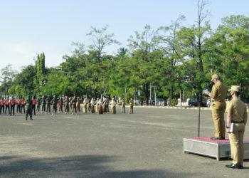 Sekretaris Daerah Kota Banjarbaru, Said Abdullah saat memimpin Apel Upacara Peringatan Hari Pahlawan 10 November 2020 di Lapangan Murdjani Kota Banjarbaru, (10/11).